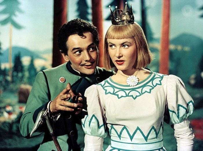 Princezna Dišperanda a čert Lucius (Josef Vinklář) ve slavné ladovské pohádce Hrátky s čertem