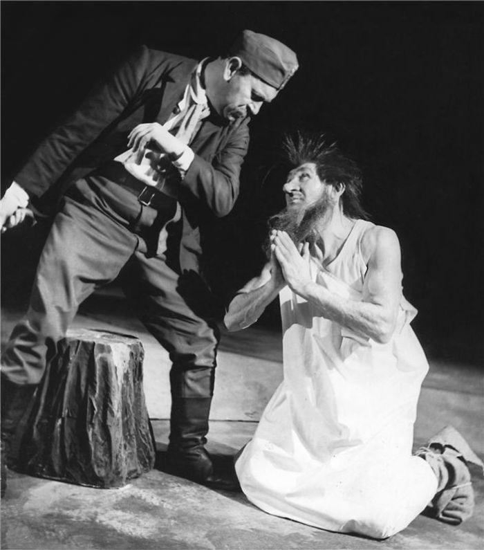 Loupežník Sarka Farka na scéně Národního divadla v roce 1953, v roli Martina Kabáta Jaroslav Průcha