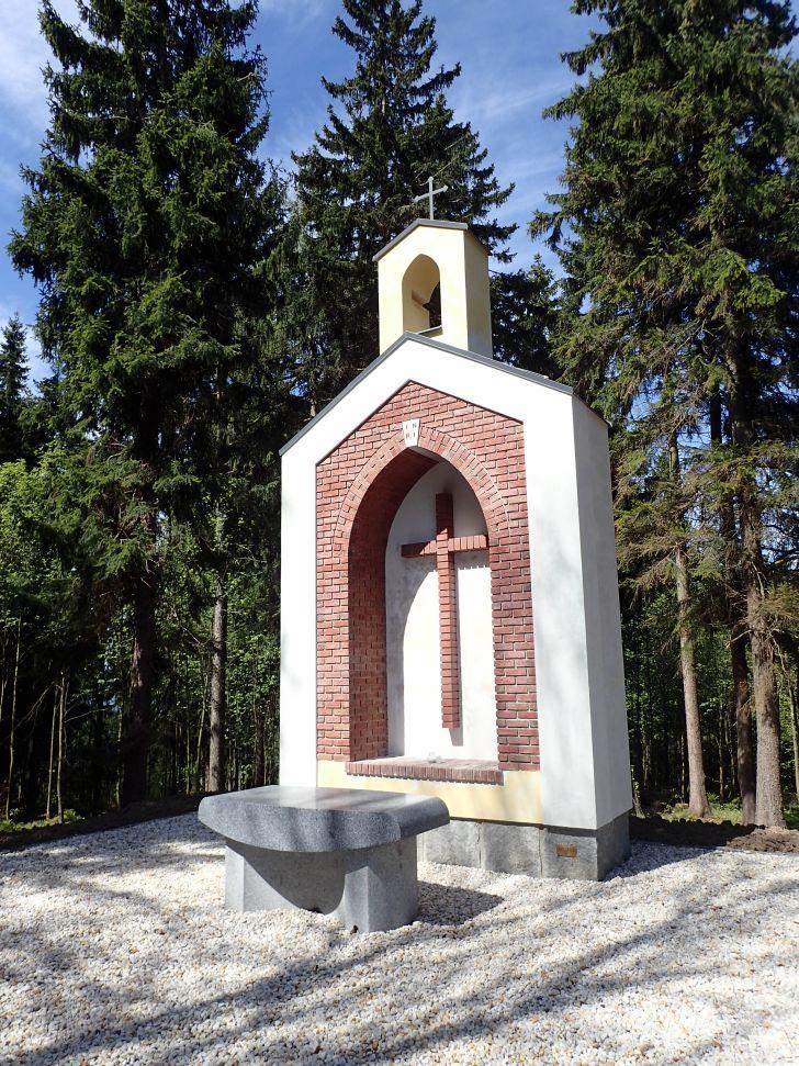 Nová kaple nedaleko skalního útvaru Vysoký kámen