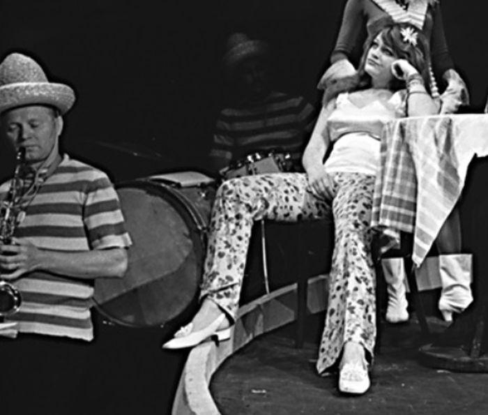 Cristobal ve hře Kat a blázen, slavné satirické fantazii Jana Wericha a Jiřího Voskovce, s hudbou Jaroslava Ježka – Východočeské divadlo Pardubice 1969
