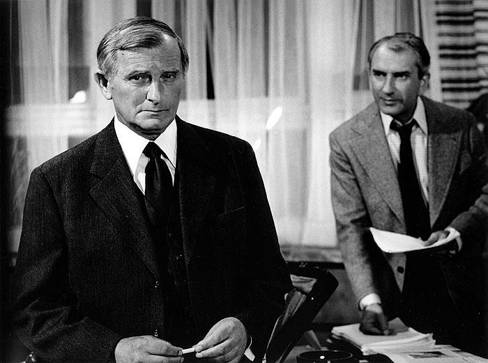 V roce 1976 se Zdeňkem Hradilákem, jako předseda KSČ v psychologickém dramatu Běž, ať ti neuteče
