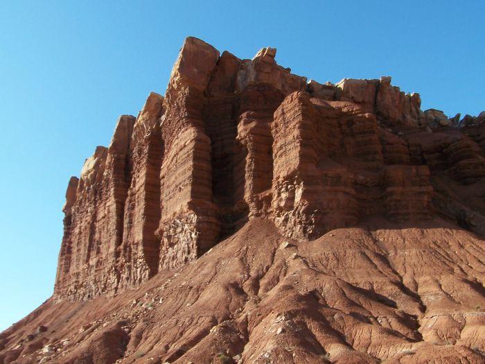 Jeden z typických skalních útvarů národního parku Capital Reef