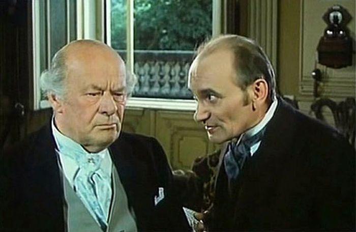 Koncertní mistr a místoředitel (Václav Lohniský) v komedii Touha Sherlocka Holmese