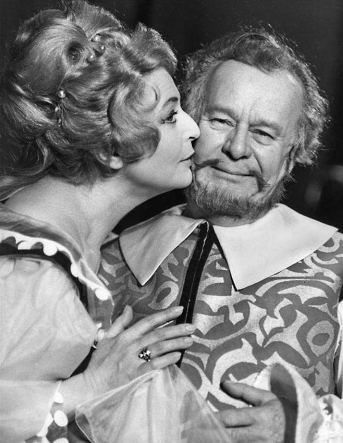 Orgon a Elmíra (Jiřina Petrovická) v Molièrově satirické komedii Tartuffe – Národní divadlo 1965