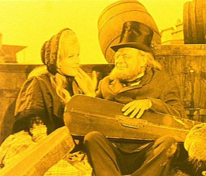 Ezra Goodman s dcerou Winnifred (Olga Schoberová) v nesmrtelné komedii režiséra Oldřicha Lipského Limonádový Joe aneb Koňská opera