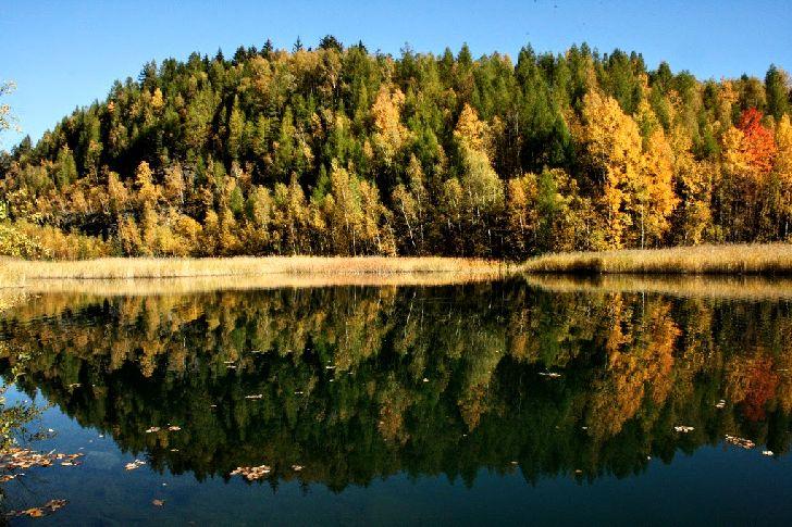 Zatopený lom v Miličíně na podzim