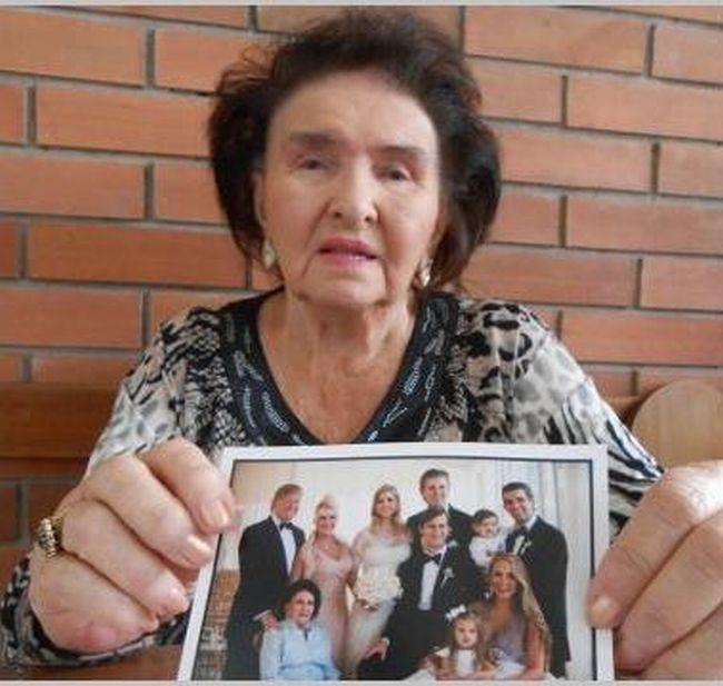 Tchyně Marie Zelníčková s fotkou celé rodiny