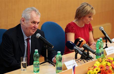 Prezident Miloš Zeman s hejtmankou Karlovarského kraje Janou Vildumetzovou