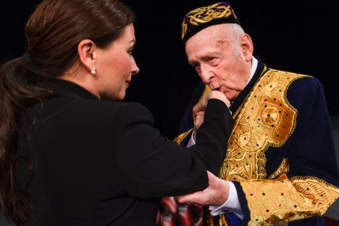Rozloučení s divadelní kariérou v představení Jistě, pane premiére!