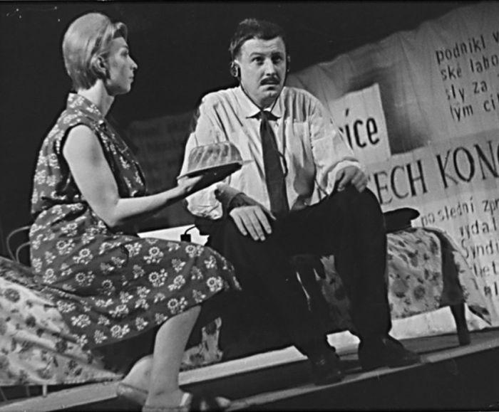 S Jarmilou Cmíralovou v Čapkově dramatu Válka s mloky – Divadlo Vítězného února Hradec Králové 1963