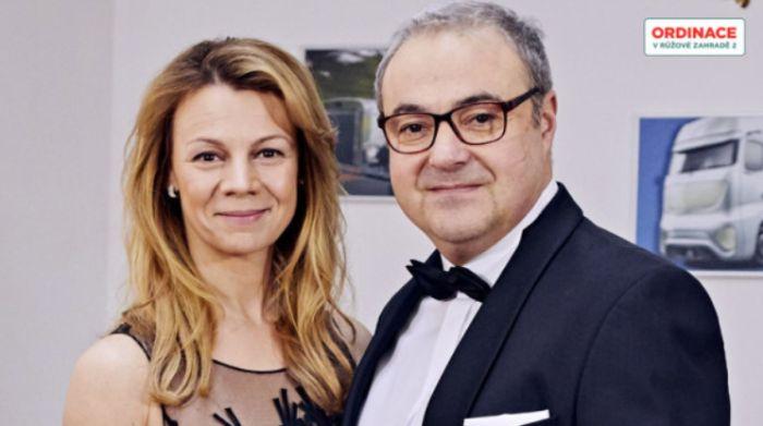 Doktor Bobo Švarc z Ordinace v růžové zahradě se svou seriálovou manželkou Martinou Randovou