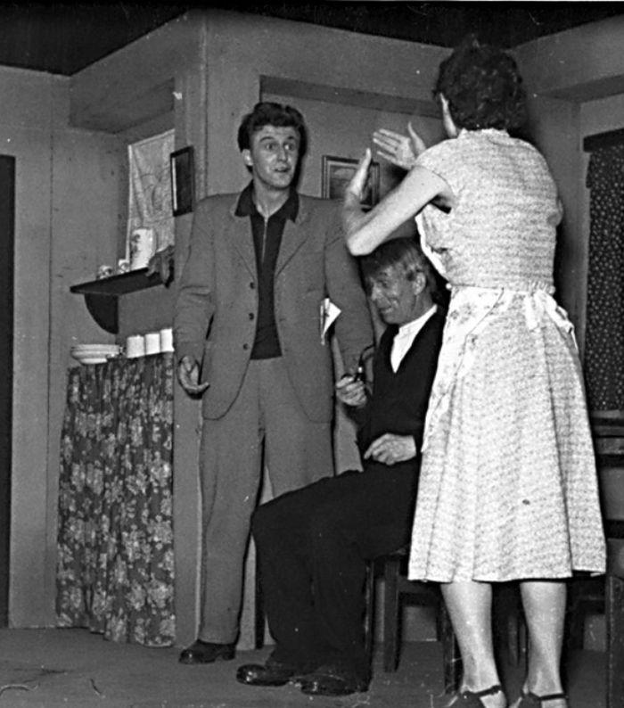 Jako Benda ve veselohře Josefa Neuberga U nás v Darmochlebech – Vesnické divadlo 1955
