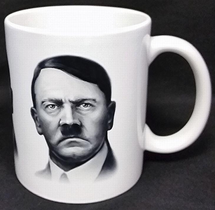 A Hitler že už není k mání? Před pár minutami ještě byl.