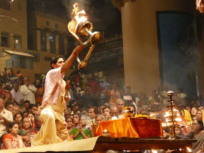 Večerní ohnivý ceremoniál Aarti