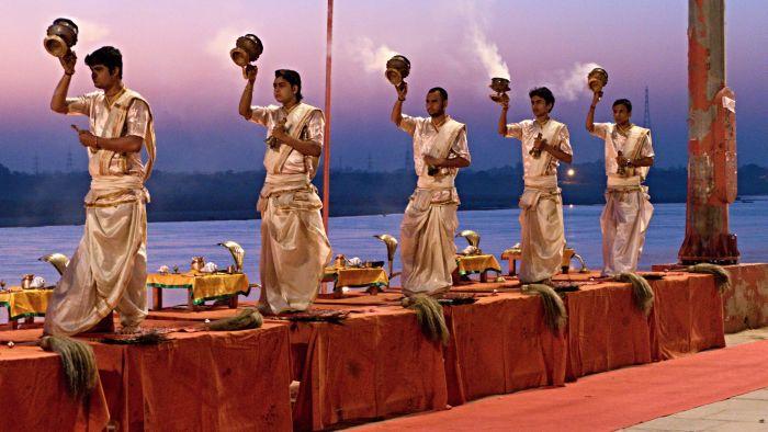 Ranní ohnivý ceremoniál Aarti