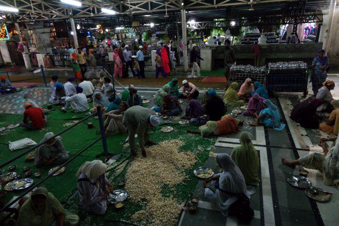 Jídelna langaru v Amritsaru