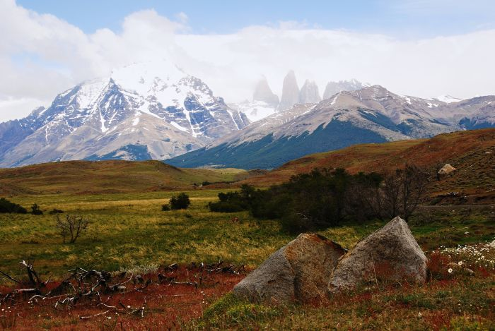 Zamlžené Torres del Paine v pozadí