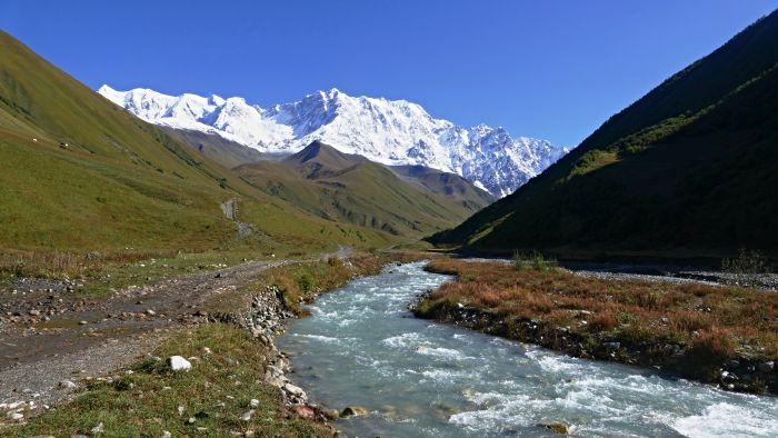 Cesta údolím k ledovci Šchary