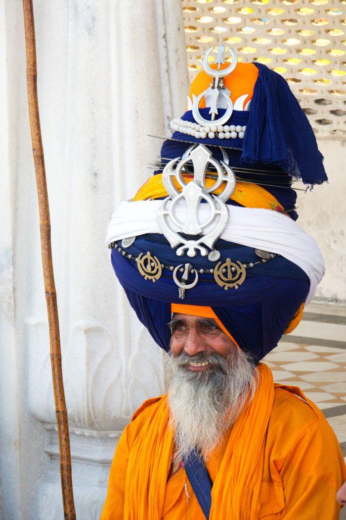 Sikhský turban může vážit i několik desítek kilogramů
