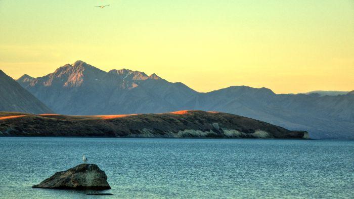 Jezero ve večerním světle
