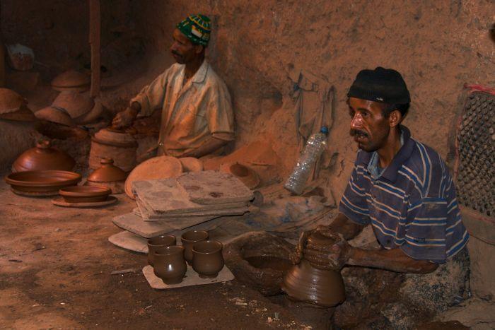 Hrnčíři v horském městečku Mulay Brahim