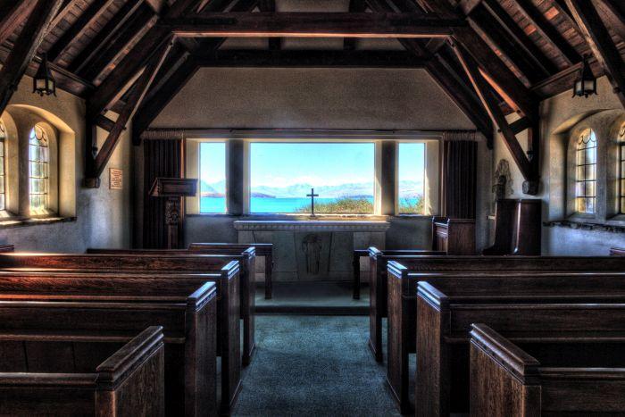 Interiér kostela Dobrého pastýře