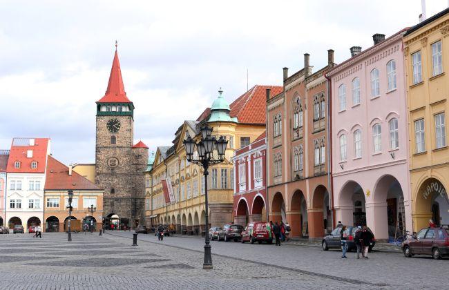 Fasády domů na náměstí