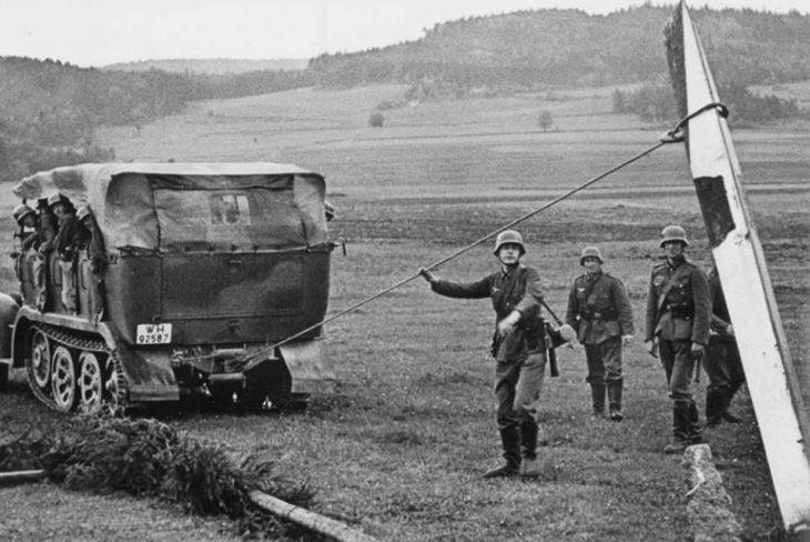 Bourání hraničních sloupů v roce 1938