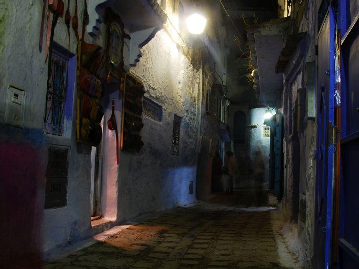 Noční uličky Chefchaouenu