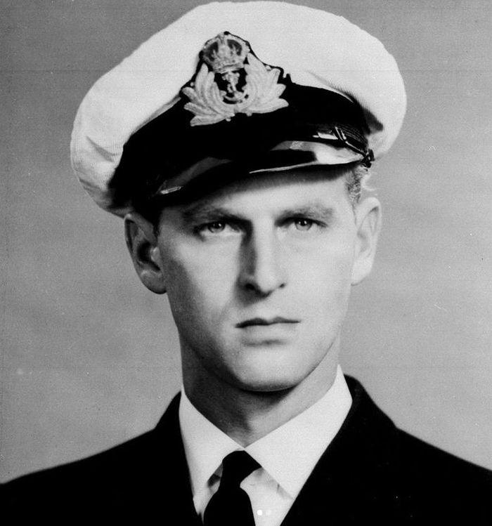 Philip, princ řecký a dánský, jako kadet Britského královského námořnictva v roce 1939