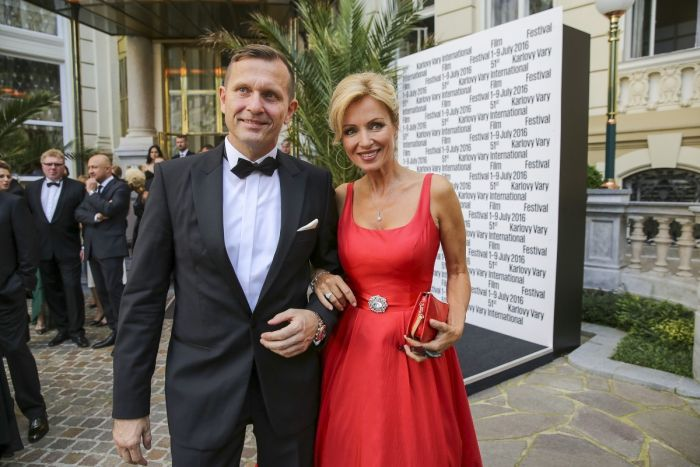 Se snoubenkou Kateřinou Brožovou na filmovém festivalu v Karlových Varech