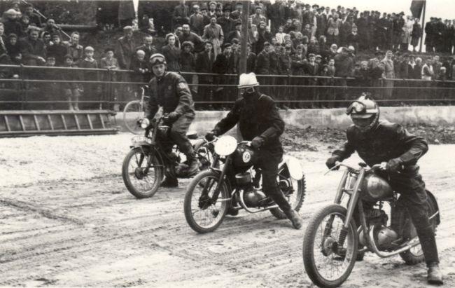 Plochá dráha má v Kopřivnici dlouhou tradici, první závod se jel v roce 1954, na ještě nedokončeném stadionu Emila Zátopka