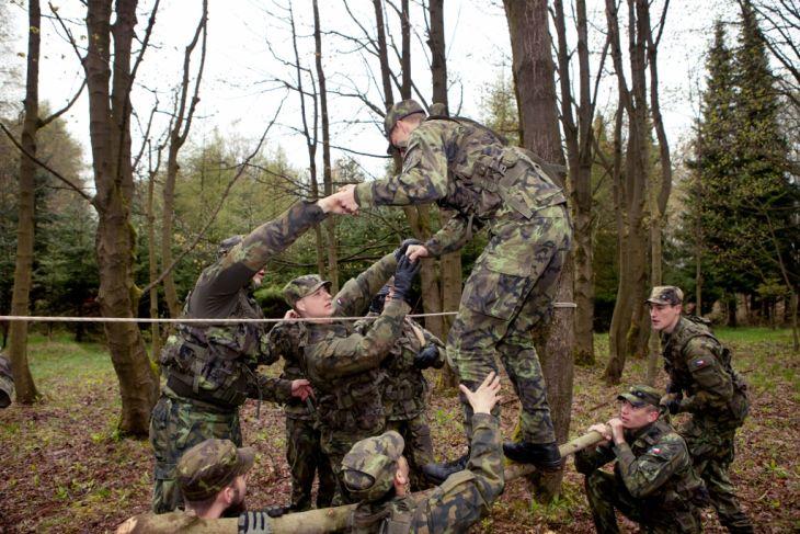 armáda - výcvik středoškoláků