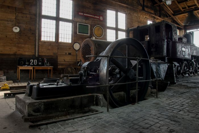 orzo parního stroje z parní čerpací stanice. Parní stroj čerpal vodu pro parní lokomotivy do vodárenské věže na nádraží
