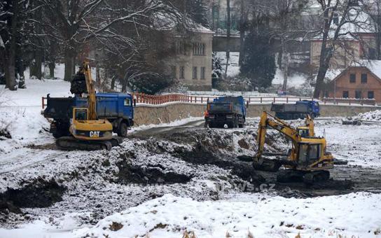 Vysočina News.cz : Brodská radnice odbahňuje rybník