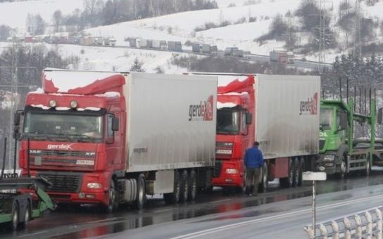 Středočeské obce ničí kamiony, pomoc žádná