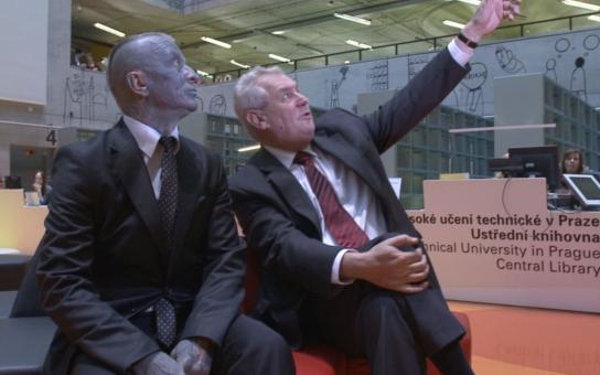 Zeman a Franz: Podívej, Vladimíre, támhle letí modrý pták! Sestřelíme ho?