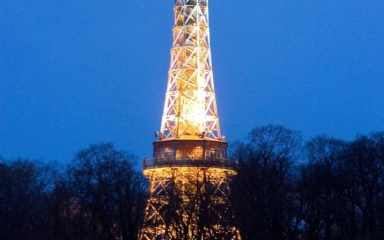 V sobotu Praha zhasne. Neuvidíme Petřínskou rozhlednu ani Karlův most
