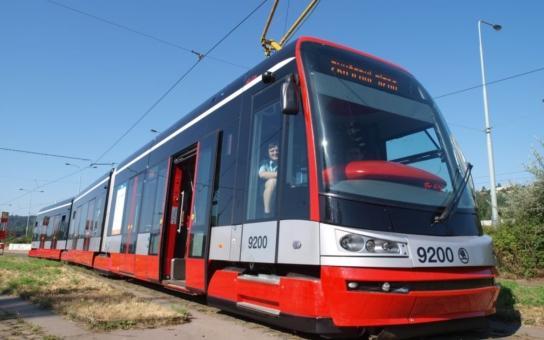Nové tramvaje za miliardy. Kdo je zaplatí, budou to cestující?