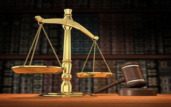 Odsoudil nevinné za přepadení pošťaček na 5 let do basy! Pravý pachatel se doznal, ale soudce odmítá nový proces. Aneb justice po česku