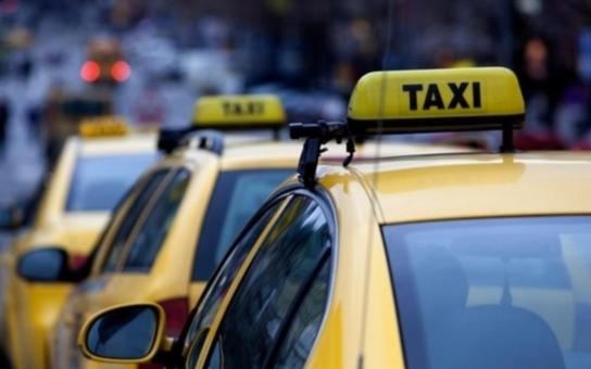 Nešťastnému drožkaři, který neznal adresu, ukradli taxík