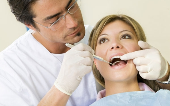 Kdybyste věděli, co všechno mám na triku... Známý stomatolog si přečetl příběh našeho čtenáře a napsal nám. A vlastní zuby mají cenu sedm milionů. Životní K.O.