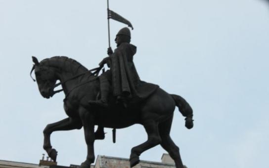 Řetěz u sv. Václava: Je to symbol bolševismu. A píchá nás do zadku