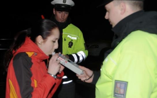 Agresivní opilá Němka dala jihočeským strážníkům zabrat
