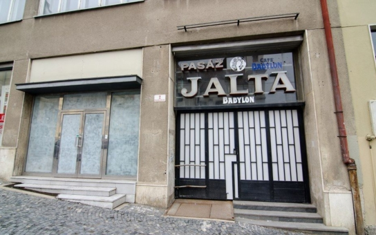 Chátrající Jalta zřejmě zůstane městu, zájemkyně nesložila kauci