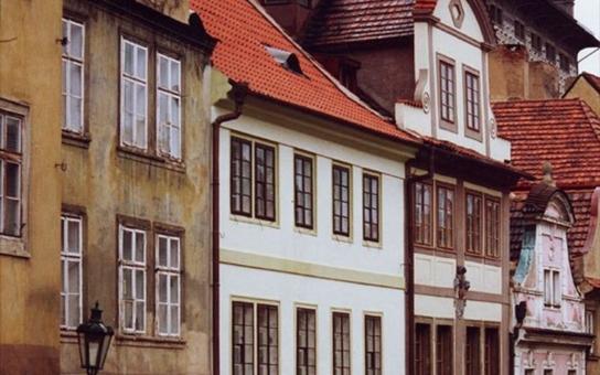 Černá stavba na Hradčanech. Nadržuje radnice majitelce domu?