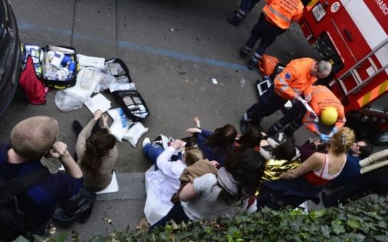 Výbuch u Národního divadla: Mysleli jsme, že je to bomba. Dřevěné vstupní dveře byly na třísky