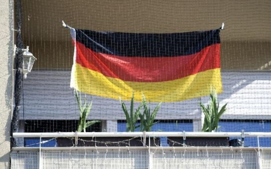 Německo se chová nelogicky. Bojí se, opevňuje se. A přitom otevírá náruč. Komentář Štěpána Chába