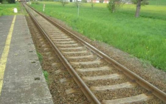 Šílenec útočí na Šumpersku a Olomoucku na vlaky, policie je bezradná