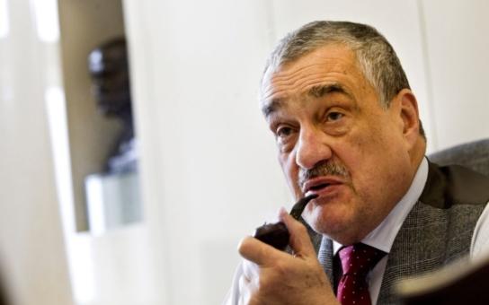 Ministr Schwarzenberg neartikuluje a neumí se chovat. Tvrdí petice, která proti němu vznikla